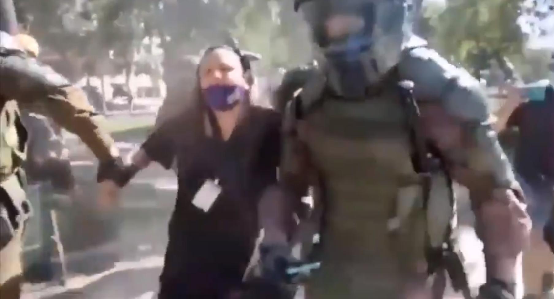 Carabineros detiene sin justificación alguna a la periodista Claudia Aranda