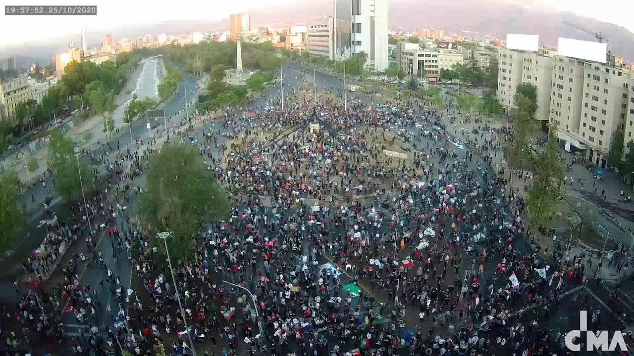 Fiesta en la Plaza de la Dignidad (25.10.2020, 20:16 horas)