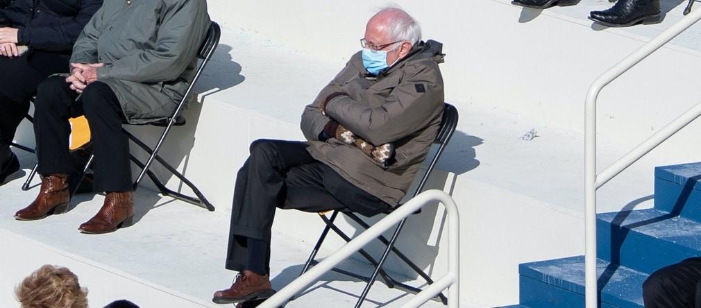 El significado de los guantes de lana 'artesa' de Bernie: cinco posibilidades
