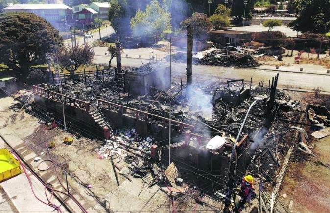 """La """"noche del terror"""" en Panguipulli según los Bomberos: """"Se detectó acelerante en todos los incendios"""""""