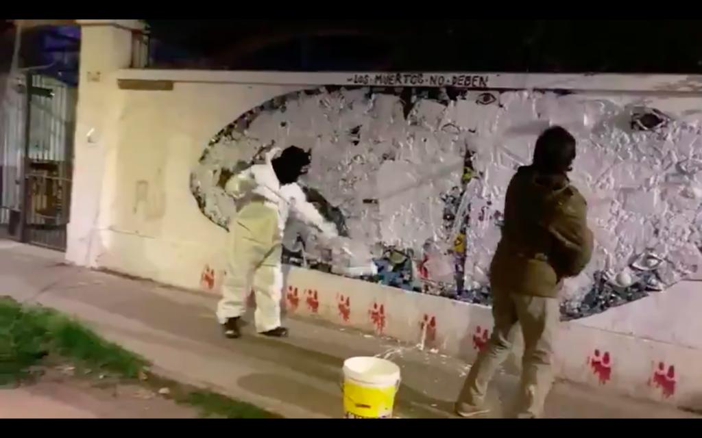 """""""El fascismo sin rostro"""": Nuevamente vandalizan mural de la UAHC que homenajeaba a víctimas del estallido social"""