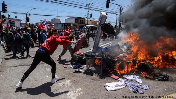 Chile gorila: Pueblo pobre agredido por el racismo/nacionalismo azuzado por la elite republicana